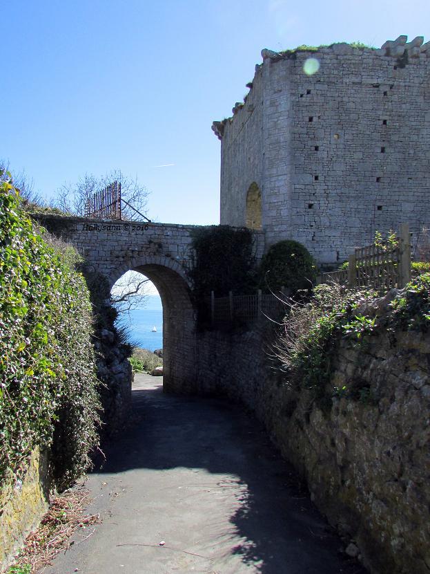 2016-04. Castle.